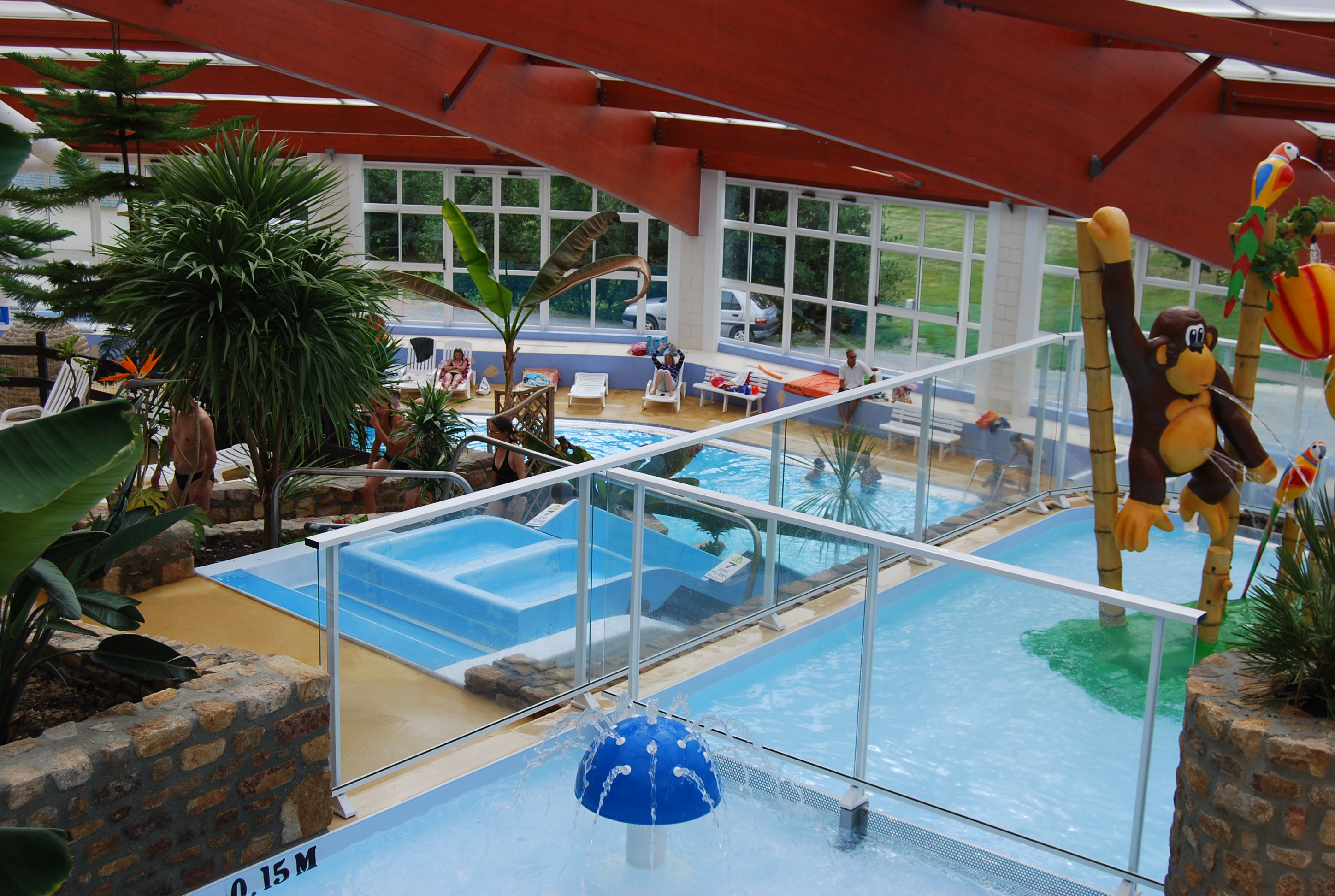 Camping avec piscine couverte en normandie camping en for Camping piscine normandie